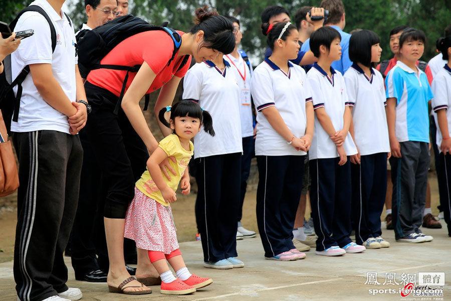姚明/因为是巨人的千金,小沁蕾的身高也是大家关注的焦点。