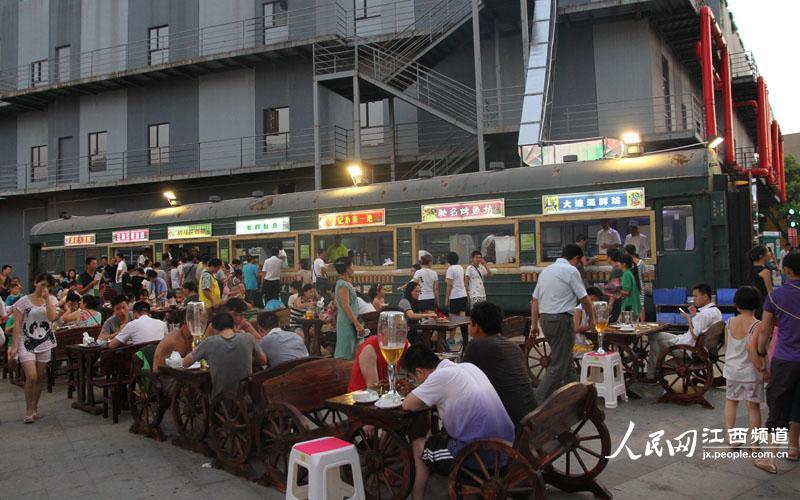南昌首家绿皮车美食广场开业啦