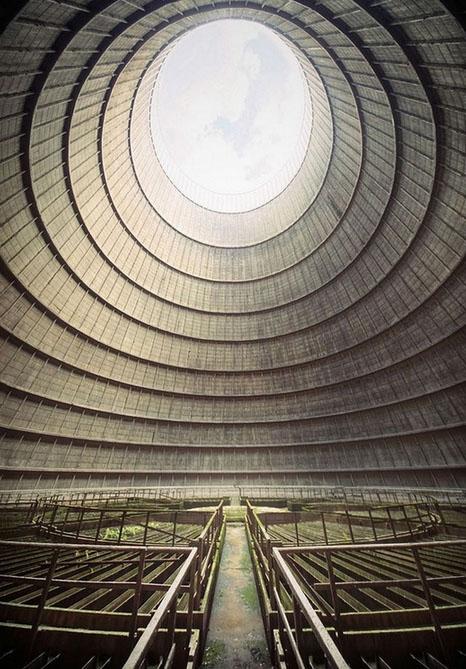 比利时蒙斯废弃的发电站冷却塔