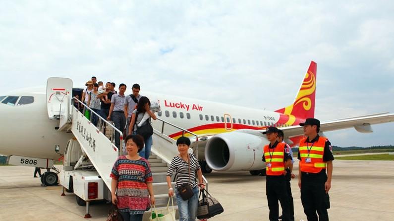 引进的波音737-700高高原飞机降落在江西宜春机场