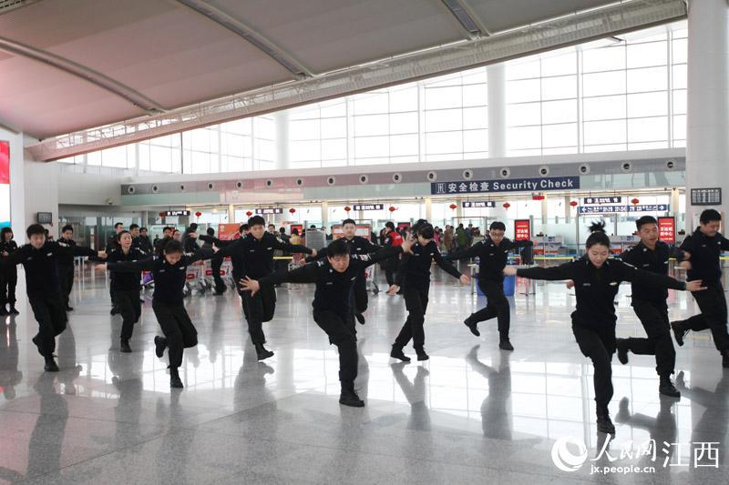 """南昌机场t2航站楼上演""""安检style""""快闪热舞【2】"""