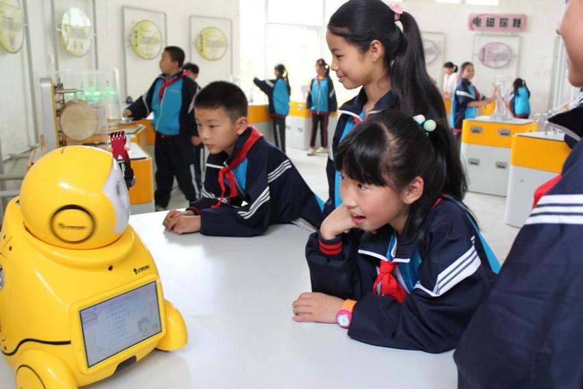 中国流动科技馆布置井冈山鱼洞四小学教室走进图片