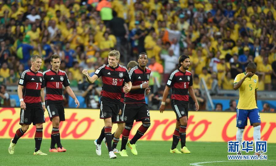 年巴西世界杯半决赛中,巴西队对阵德国队.新华社记者刘大伟摄-图片