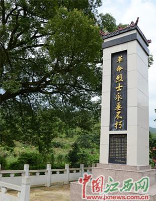 该工程始终坚持统一规划,统一设计,统一制作的标准建设烈士陵园.