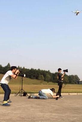镜头模拟了他们现实中的生活