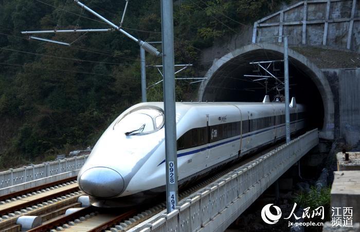 沪昆高铁列车:飞一样的感觉 上饶到南昌刚打盹
