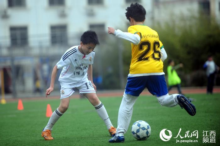 江西:既能上好学又有足球踢 前国脚执教校园足