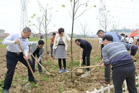江西工业职业技术学院开展新春校园义务植树活动