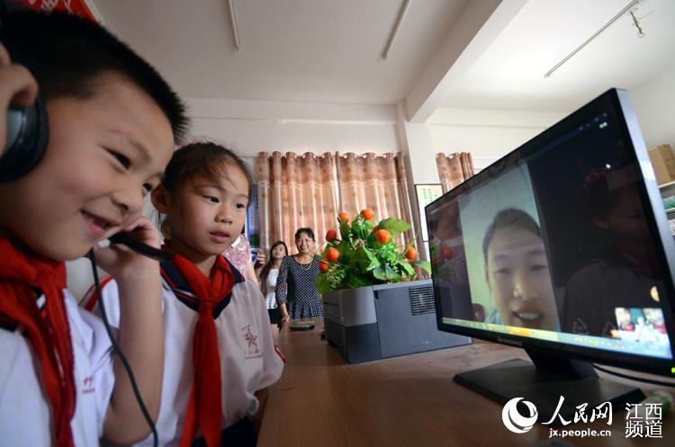 南昌:儿童近在咫尺网络视频搭起v儿童亲情田鸡父母视频杀图片