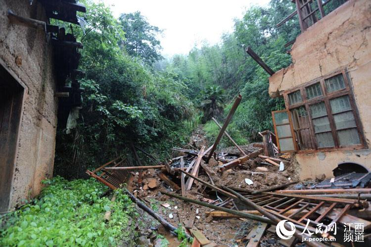 棋坪镇一村民房屋被毁坏.