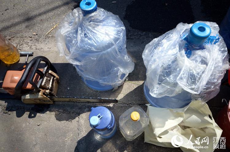 只有大桶的矿泉水才能解渴