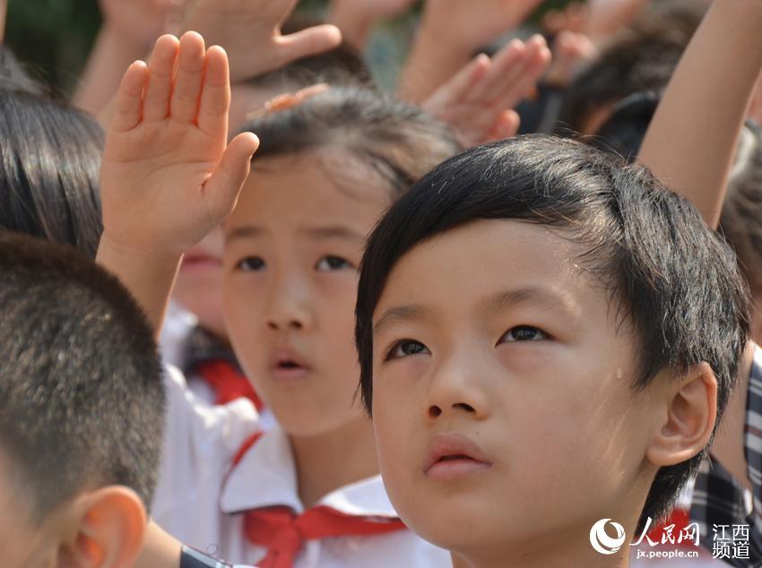 西宁38万中小学生向国旗敬礼
