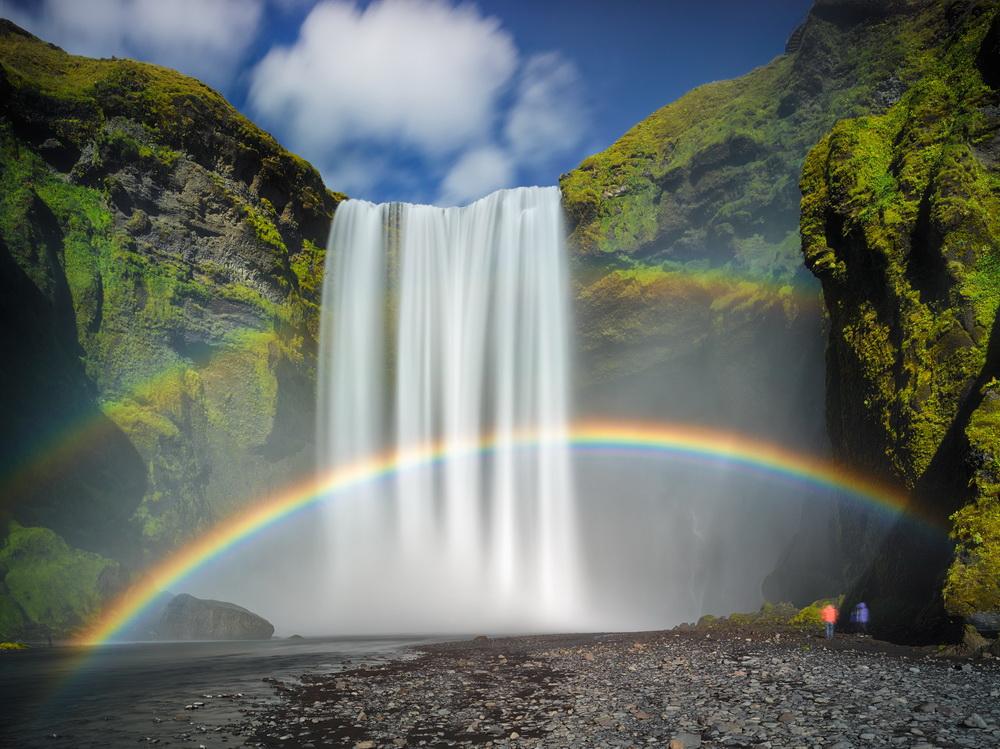 摄影师冰岛拍绝美瀑布景观 彩虹环绕宛如仙境【2】   2015年12月4日消息,这些瀑布景色如画,说它们是好莱坞大片的布景也不为过,但实际上这些是摄影师 Guy Havell 在冰岛各地拍摄到的瀑布景观。或是彩虹缭绕,或是一泻千里,这些绝美瀑布景观震撼人心。