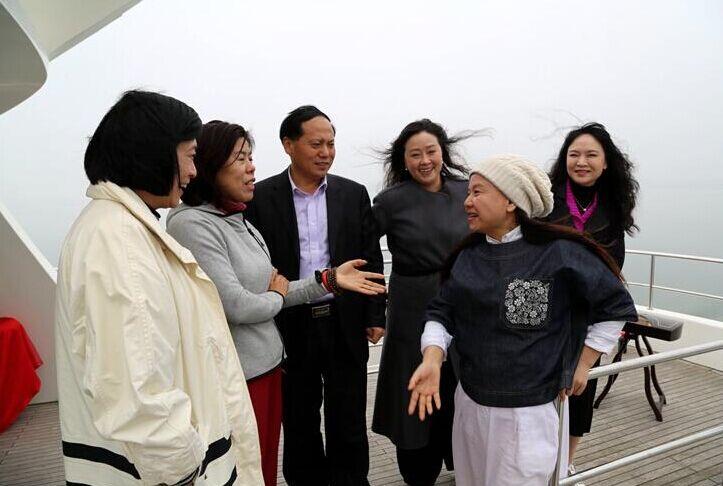 4月1日上午,与会嘉宾首先乘车参观了武宁县城区艺邦半岛酒店,盛元庐山
