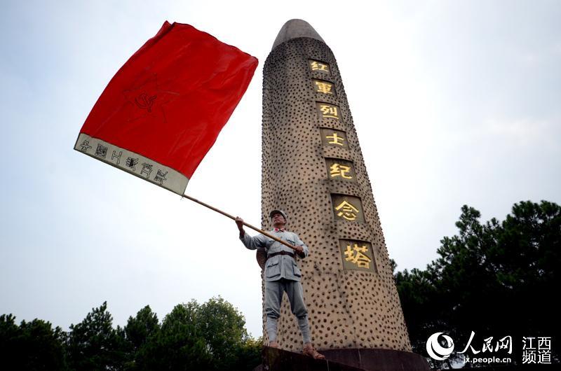 戴文化帽穿红军服后代红军瑞金当红色红军传在微表情包信干吗图片