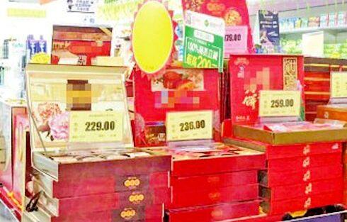 在位于市中心城区井冈山大道旁的一家超市,记者看到,散装月饼,礼盒图片
