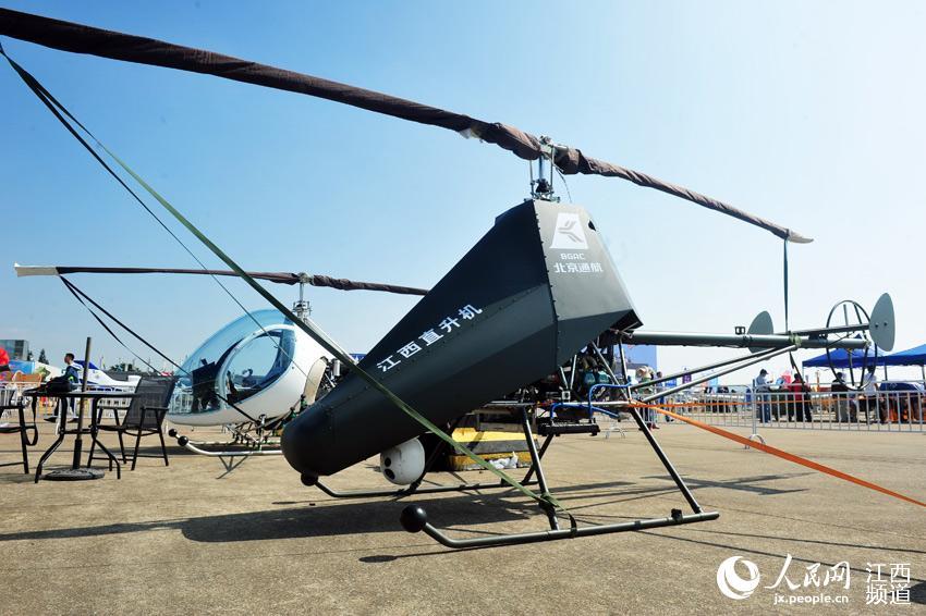"""在珠海航展展出的军用版500公斤专业级无人直升机""""小青龙""""。"""