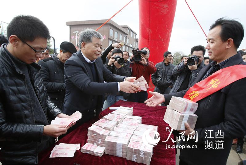 江西安义县91名种粮能手喜领百万现金巨奖