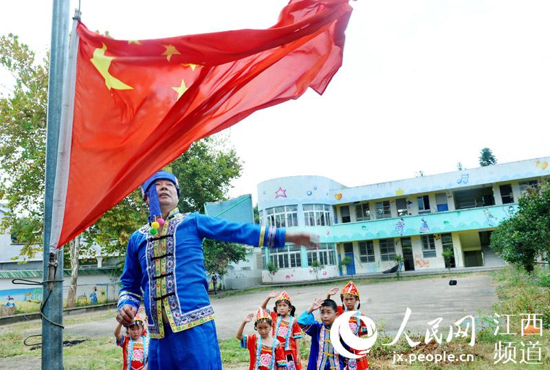 """江西德兴:""""烛光""""照亮""""微学校"""""""
