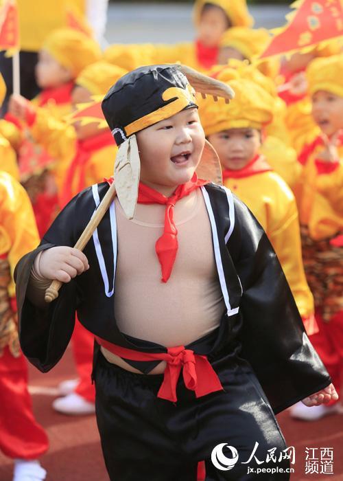高清图:唐僧、猪八戒、熊猫 这样的幼儿运动会