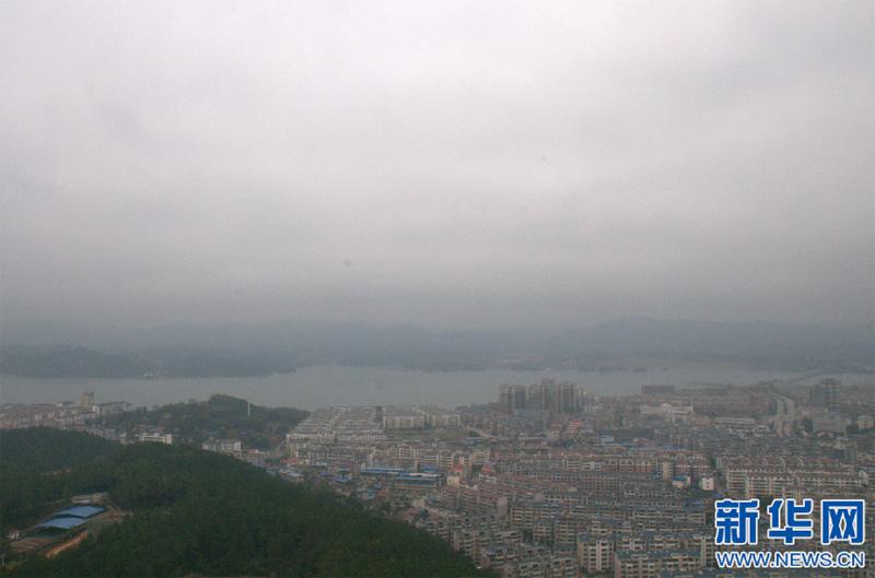 空中俯瞰武宁县城.(严荣华-摄)
