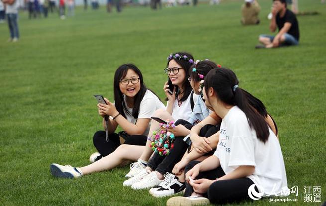 江西高安巴夫洛开园半月迎十万游客