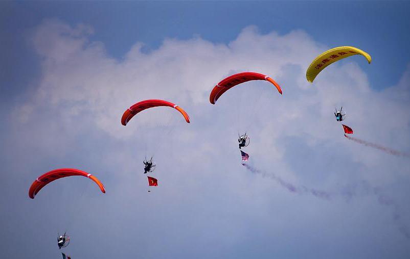 飞行表演添彩法库国际飞行大会