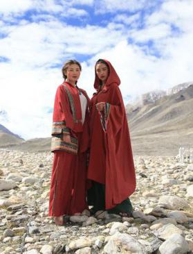 最高海拔服装秀在珠峰大本营举行