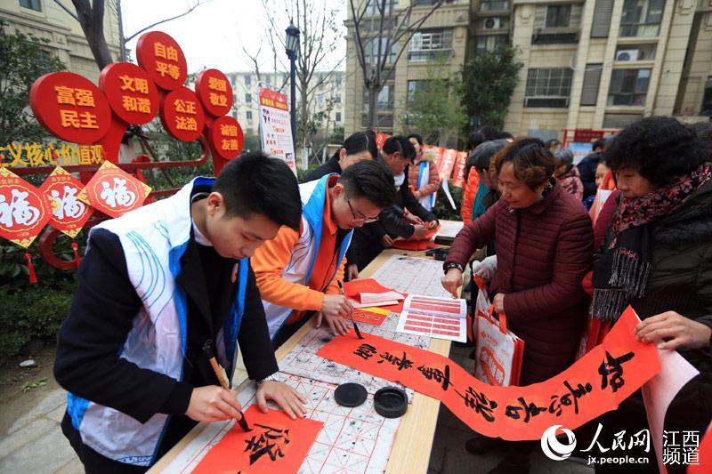 """南昌青山湖区:社区开心迎新年 """"廉联""""促三风"""