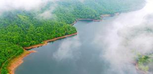 航拍江西东乡佛岭国际公园 云雾缭绕美如画