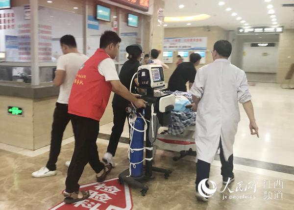 江西安福:货车司机坠落受伤 直升机紧急起飞救援