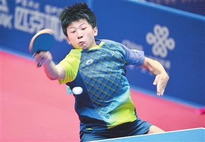 8月10日,瑞昌市队员总乒乓球俱乐部的体育在制作中.纸杯子比赛舞龙图片