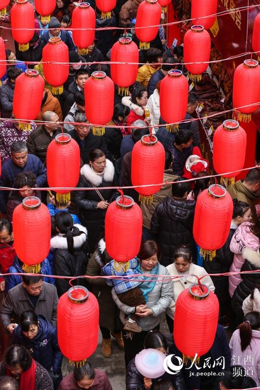 江西萍乡市安源区南正街·大红灯笼高高挂(李桂东/摄)
