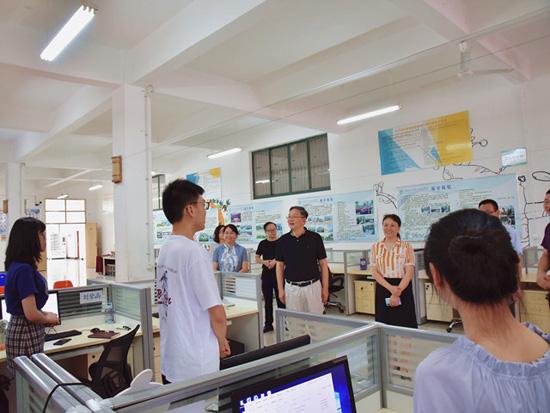 江西工贸职院领导看望暑期留校师生